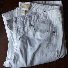 """White boot cut Banana Republic jeans A good pair of white jeans are hard to find! These for perfect everywhere but I never ended up wearing them. Size 27 or equivalent to a size 4. Inseam is 32.5"""". Banana Republic Jeans Boot Cut"""