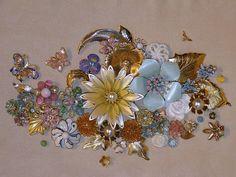 Repurpose old jewelry Jewelry Frames, Jewelry Wall, Jewelry Tree, Diy Jewelry, Jewelry Design, Jewelry Ideas, Jewlery, Flower Jewelry, Costume Jewelry Crafts