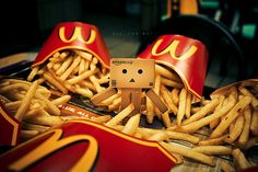 Image de McDonalds, food, and danbo Danbo, Clowns, French Fry Heaven, Robot Picture, Box Robot, Amazon Box, Japanese Robot, Robots Characters, Little Boxes