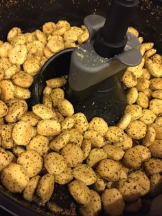 Pizza Flavored Oyster Crackers in the Actifry (Chex Mix Crack) Savory Snacks, Easy Snacks, Yummy Snacks, Yummy Food, Tasty, Healthy Snacks, Oyster Cracker Snack, Seasoned Crackers, Snack Mix Recipes