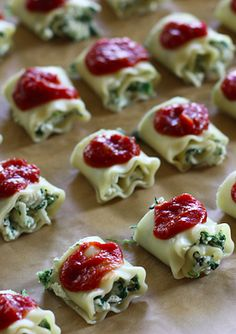 Mini Spinach Lasagna Roll Ups. MY. LIFE. IS. COMPLETE.  if you know me, you know that im overly obsessed with lasagna.. and ramen noodles