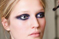 Hablamos con la maquilladora Uzo, mano derecha de François Nars: la conveniencia del color púrpura