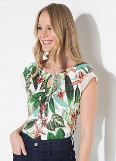 5e307cf2a4 Blusa Quintess Floral Verde com Gota Frontal