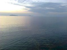 Quiete dopo la tempesta. In fondo le Isole Egadi. (Marsala)