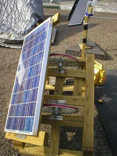 Have you finally decided to build your home a DIY solar panel? These DIY solar panel tutorials might finally help you get on with this project! DIY Solar Panel Ideas That Will Get You To Go Green T… Solar Panel Efficiency, Alternative Energie, Solar Tracker, Solar Projects, Energy Projects, Solar Power System, Homestead Survival, Off The Grid, Renewable Energy
