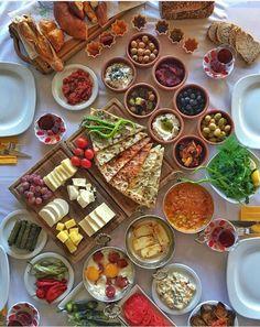 breakfast (Place:Bonelli Food Show-Alacaatlı-Ankara ) // Photo by Omur Akkor Breakfast Platter, Breakfast Buffet, Breakfast Recipes, Breakfast Quesadilla, Breakfast Presentation, Food Presentation, Iftar, Turkish Breakfast, Arabic Breakfast