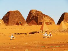 Sudan pyramids Karima, Meroe - Sudan has more pyramids than all of Egypt Ancient Mysteries, Ancient Ruins, Ancient Egypt, Vernacular Architecture, Ancient Architecture, Amazing Buildings, African Culture, Archaeological Site, Ancient Civilizations