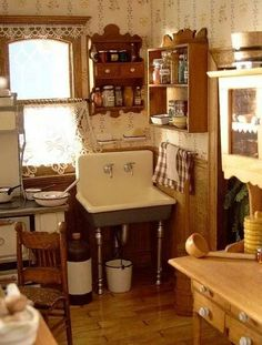 Kitchen - nice site of roomboxes and doll houses