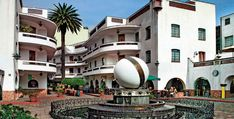 Pasaje Polanco. A combination of apartments, stores and nice plaza to spend your afternoon. Mexico, D.F.