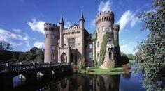 Das Wasserschloss Moyland bei Bedburg-Hau im Kreis Kleve zählt zu den wichtigsten neugotischen Baute... - Getty Images/UniversalImagesGroup