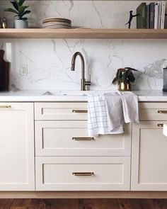 The Suburban Edit Quartz Countertops Colors, Countertop Backsplash, Quartz Kitchen Countertops, Kitchen Reno, Kitchen Remodel, Kitchen Design, Green Boheme, Mermaid Tile, Calacatta Quartz
