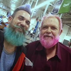 The days when only women expressed themselves through crazy hair colors are long gone. The new merman trend has all kinds of guys dying their hair many colors! Beards And Mustaches, Bonnet Rose, Ginger Hair Color, Funny Photos Of People, Funny Pictures, Beard Lover, Hair Reference, Color Your Hair, Fantasy Hair