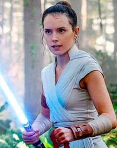 Discover recipes, home ideas, style inspiration and other ideas to try. Rey Star Wars, Star Wars Baby, Finn Star Wars, Star Wars Girls, Star Trek, Daisy Ridley Star Wars, Danny Glover, Robert Duvall, Tony Curtis