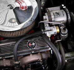 Chevrolet Corvette Sting Ray, 1969. Triangle Motor. Kuva: Kimmo Taskinen / HS. Automuotoilusta kiinnostuneille tarjolla on pieni, mutta näyttävä otos suomalaisten autoharrastajien kokoelmista.