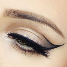 This eyeliner look is amazin' that defined line.. probably not that easy to do