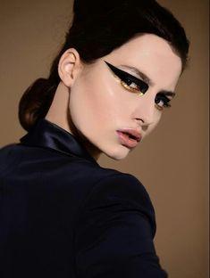 Extreme Eyeliner Magazine I Make Up/Hair: Alice Pozza Photographer: Andrea Benedetti Model: Julia Erdos Makeup Inspo, Makeup Art, Makeup Inspiration, Eye Makeup, Hair Makeup, Makeup Ideas, Gold Makeup, Makeup Style, Prom Makeup
