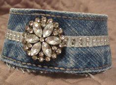 Upcycled denim cuff bracelet gioielli denim старые джинсы, у Artisanats Denim, Denim And Lace, Bracelet Denim, Cuff Bracelets, Zipper Bracelet, Denim Armband, Jewelry Crafts, Handmade Jewelry, Denim And Diamonds