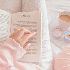 This pastel pink is just amazing Baby Pink Aesthetic, Peach Aesthetic, Korean Aesthetic, Aesthetic Colors, Book Aesthetic, Aesthetic Vintage, Aesthetic Pictures, Aesthetic Collage, Aesthetic Girl