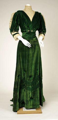 1905-1907. French.  Gorgeous green velvet dress!