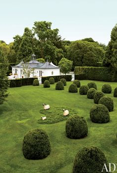 Wilbur and Hilary Geary Ross' Southampton garden by Charles Stick with Lalanne sheep, photo by Eric Piasecki