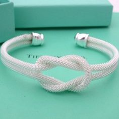 Im sooooo in love with this square knot from tiffanys