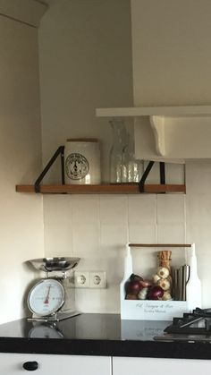 Planken in de keuken! # kitchen shelves # DIY kitchen idea