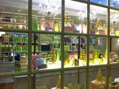 La Maison Ladurée est heureuse de vous annoncer l'ouverture de sa première boutique à São Paulo le 26 juin 2012.  A cette occasion Ladurée présentera ses Macarons rangés dans leurs plus beaux écrins, sa collection de chocolats, confiseries, confitures, thés, bougies parfumées et parfums maison.