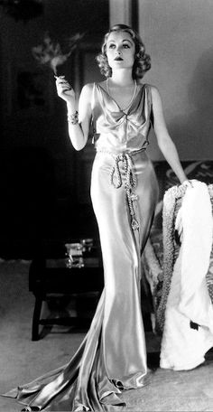 Carole Lombard, The Glam Guide: Old Hollywood Glamour Gowns for Fall Part II Hollywood Fashion, Vintage Hollywood, Old Hollywood Glamour, Classic Hollywood, Old Hollywood Style, Carole Lombard, Vintage Glamour, Glamour Hollywoodien, Old Hollywood Actresses