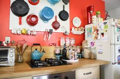 Small Kitchen Organization: Painted pegboard, labled jars. Cute and simple!