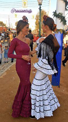 Trajes gitana Spanish Dress Flamenco, Spanish Dancer, Flamenco Dancers, The Dress, Peplum Dress, Catrina Costume, Havana Party, Spanish Fashion, Colourful Outfits