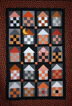 Fun Halloween quilts: Haunted House Quilt by Amber Johnson. I can picture this with other colors, too. Love the crescent moon. Halloween Quilts, Halloween Quilt Patterns, House Quilt Patterns, Halloween Sewing Projects, House Quilt Block, Quilt Blocks, Halloween House, Halloween Stuff, Diy Halloween