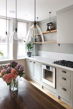 Grey kitchen design ideas: 16 gorgeous schemes - - Consider opting for open shelving if you're opting for grey in a small kitchen and don't want your space to feel small or boxed in. White Galley Kitchens, Grey Kitchens, Small Kitchens, Kitchen Small, Small Bathrooms, Classic Kitchen, Farmhouse Style Kitchen, Rustic Kitchen, Modern Farmhouse