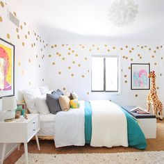 This is the jazziest children's room we've ever seen. Poppy prints, a chaise lounge and golden dots galore -- it makes us wanna find a time machine STAT and press rewind. And because it's Friday and we love you so much, you can see the full room tour on @