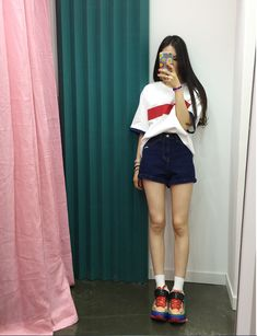 This pin was discovered by Yessica Natalia. Korean and Japanese Fashion Style Seoul Fashion, Korea Fashion, Kpop Fashion, Asian Fashion, Daily Fashion, Girl Fashion, Fashion Outfits, Fashion Trends, Asian Street Style