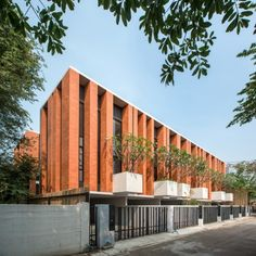 Townhouses with Private Courtyards by baan puripuri