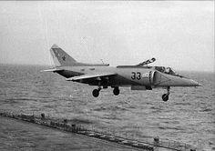 """Como ha despertado cierto interés en la entrada anterior, voy a dedicar ésta al Yak-38, el siempre mal llamado """"Harrier soviético"""", aunque e..."""