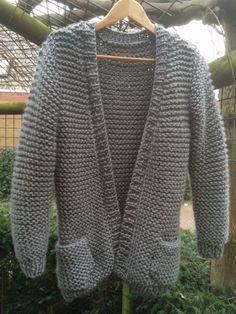 Vest in ribbelsteek Crochet Kids Hats, Crochet Socks, Diy Crochet, Knitted Hats, Skirt Pattern Free, Crochet Shoes Pattern, Knitting Kits, Baby Knitting Patterns, Knitting Sweaters