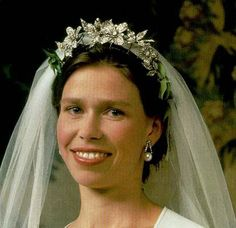 My Ultimate Floral: The Snowdon Floral Tiara as worn by Lady Sarah Chatto @ The Royal Order of Sartorial Splendor Lady Sarah Chatto, Royal Crowns, Royal Tiaras, Tiaras And Crowns, Royal Brides, Royal Weddings, Elizabeth Ii, Corona Real, Royals