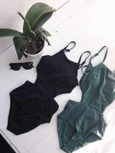 Maillots onepiece Solid RVCA One Piece Swimsuit, Swimsuits, Rompers, Model, How To Wear, Fashion, High Waist, Black People, Womens Bodysuit