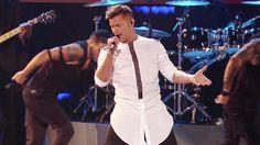 """Ricky Martin """"La Mordidita"""" en Premios Juventud 2015"""