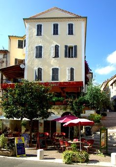 ysvoice:      | ♕ | Cafe terrace in Fayence, Provence | by © Enrico Molino    via ysvoice | petitpoulailler