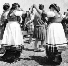 Hello all, Today I will talk about one of the most complicated costumes of Greece, that of the Karagounai. The Karagouni are an . Folk Clothing, Greek Clothing, Greek Traditional Dress, Traditional Outfits, Greek History, Ideal Beauty, Local Women, Folk Dance, Kerchief