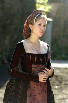 Scarlett Johansson as Mary Boleyn in The Other Boleyn Girl (2008). Costume design by Sandy Powell