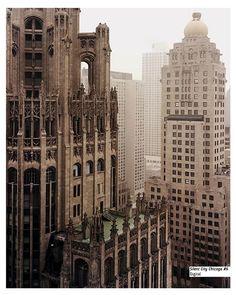 """Alex Fradkin En: www.apocrifa.com.mx/arquitectura-de-la-ciudad-apocrifa-22 por: Jave @javermas  """"La heroica ciudad se erige sobre los templos del mundo antiguo, hemos sobrepasado a los viejos dioses, sus tronos tan sólo se elevaron a no más de 160 metros sobre el suelo.""""  Silent City Chicago #6 Digital www.alexfradkinprojects.com"""
