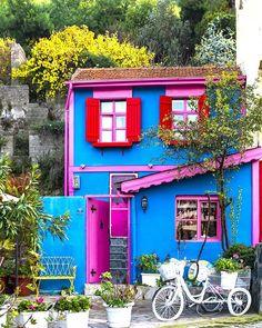 Murat ATEŞ (@muratate.s) • Instagram fotoğrafları ve videoları Beautiful Architecture, Beautiful Buildings, Republic Of Turkey, Holiday Travel, Curb Appeal, Tiny House, Istanbul, Tourism, Projects To Try