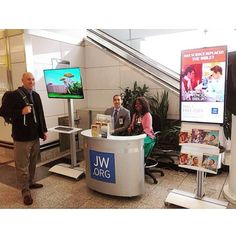 Witnessing booth in La Guardia airport in New York. Seen by many Warwick Bethel volunteer construction workers that come through the airport.