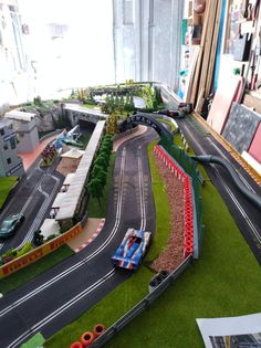 Ho Slot Cars, Slot Car Racing, Slot Car Tracks, Train Tracks, Hobby Trains, Hobbies For Men, Pista, Rc Cars, Amazing Cars