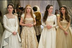 "The show ""Reign,"" based loosely on the life of Mary Queen of Scots. Meredith Markwork-Pollack, the costume designer for ""Reign,"" has explained in various interviews how she developed the concept to create a look with a modern twist. Reign Season 2, Season 3, Serie Reign, Elizabethan Gown, Moda Medieval, Marie Stuart, Elisabeth I, Reign Tv Show, Reign Mary"