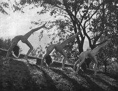 Dancers from the Ida Herion School in Stuttgart, 1926    photo by Paul Isenfels