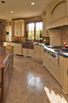 Hubby loves this kitchen as much as I do! This might be our new kitchen :-)